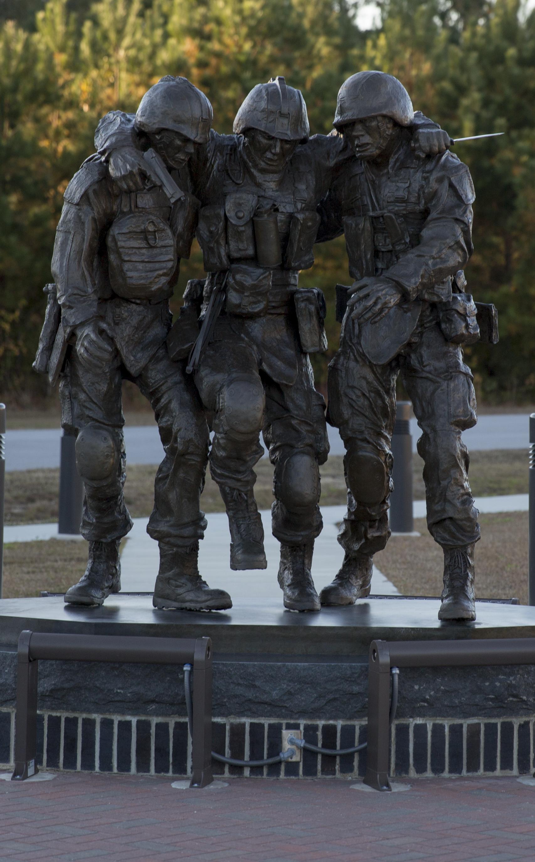 Fallujah Statue MWM 20141119