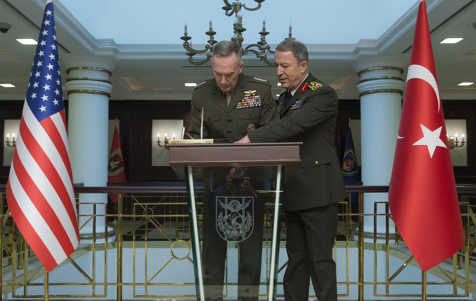 Dunford meets with Turkish counterpart