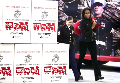 Toys For Tots Logo No Background : First lady delivers toys thanks service members