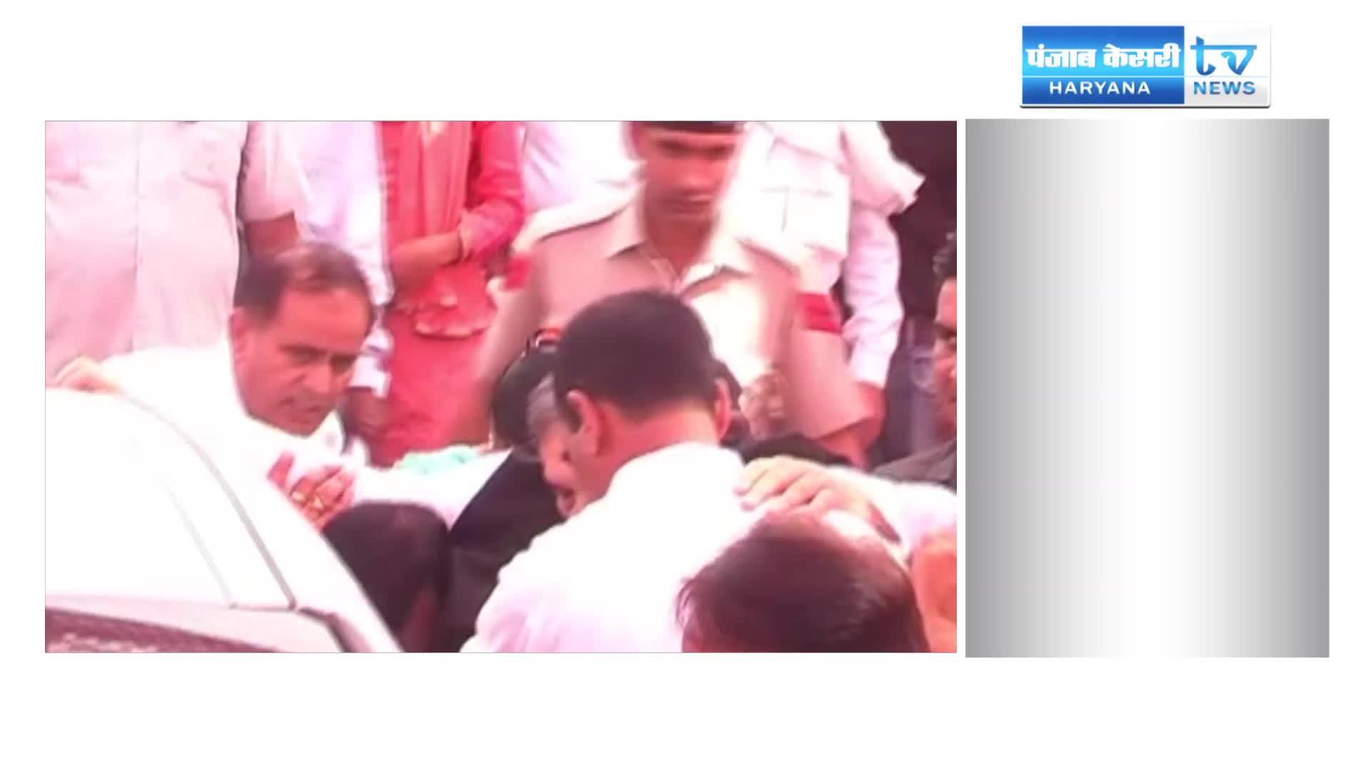 Image of चोटिल हुए चौ. बीरेंद्र सिंह, हेलीकॉप्टर से उतरते समय फिसला पैर