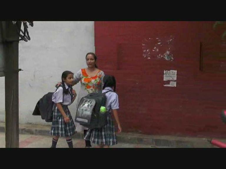 Image of ਅੰਮ੍ਰਿਤਸਰ 'ਚ ਪ੍ਰਸ਼ਾਸਨ ਸਖਤ, ਮਾਪਿਆਂ ਦੀਆਂ ਵਧੀਆਂ ਮੁਸ਼ਕਲਾਂ