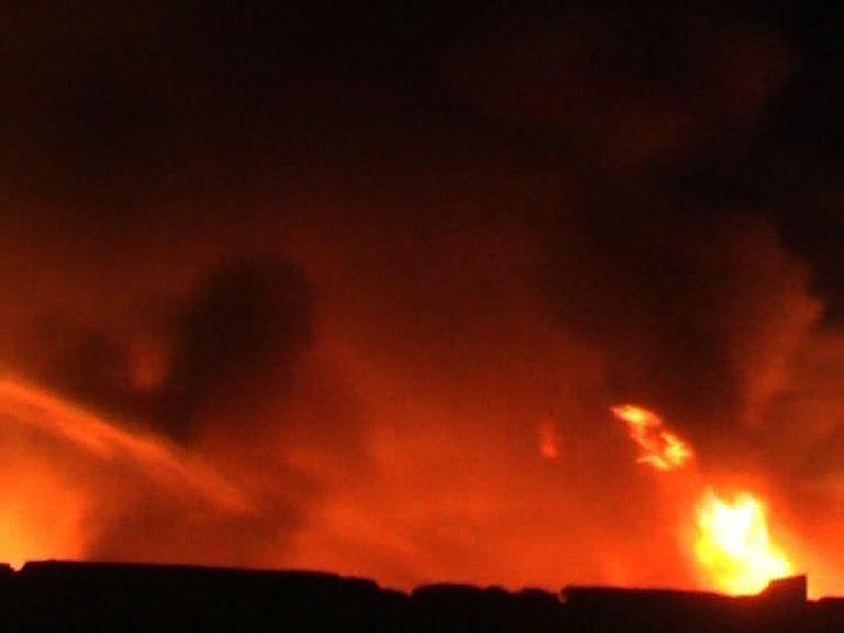 कपड़ा मिल में आग लगने से लाखों का सामान जलकर राख