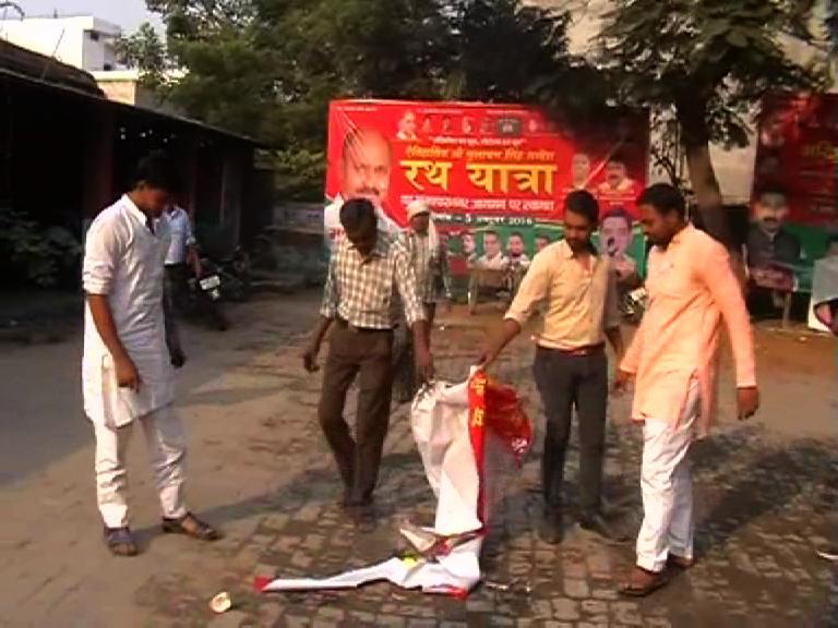 Image of पार्टी के बाद सपा कार्यकर्ता भी कई गुटों में बंटे