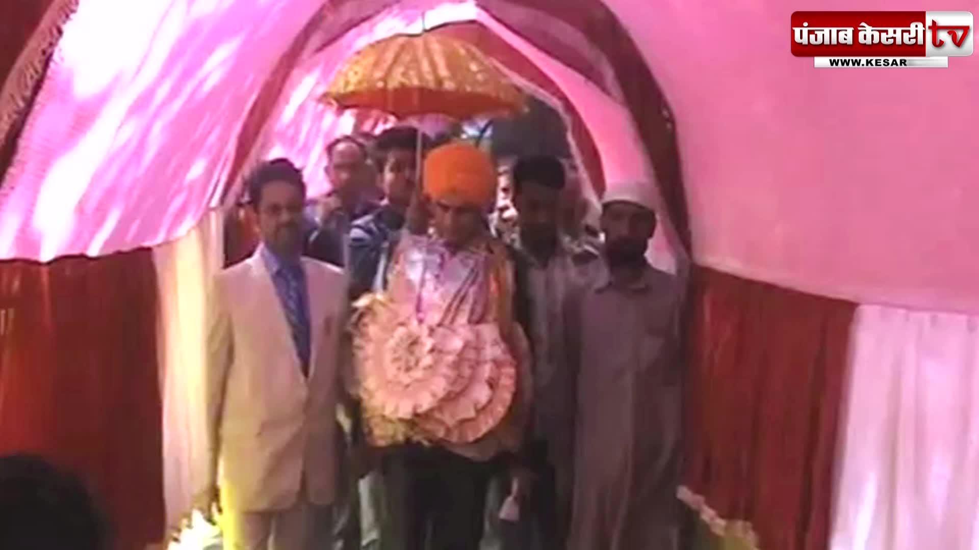 Image of अशांति के बीच मुस्लिम और सिखों ने कराई पंडित जोड़ी की शादी