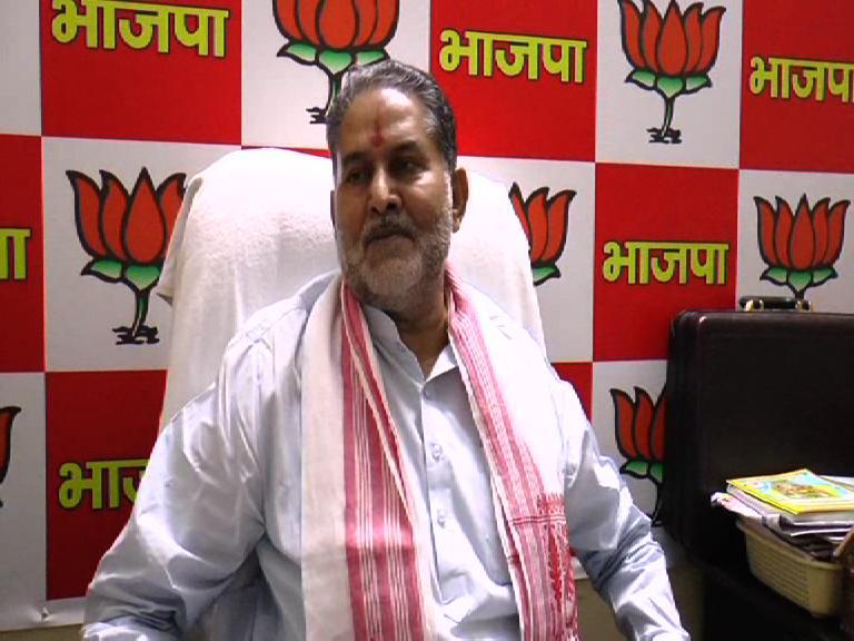Image of राज ठाकरे मुंबई मे चलता है, देश में तो मोदी चलता हैः शिक्षामंत्री