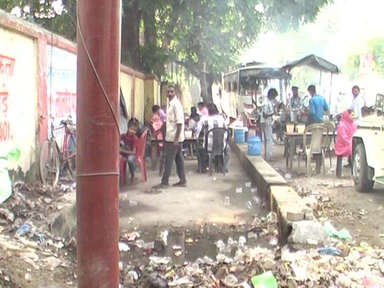 Image of करोड़ों रुपए की लागत से बनकर तैयार हुआ साइकिल ट्रैक रो रहा है बदहाली के आंसू