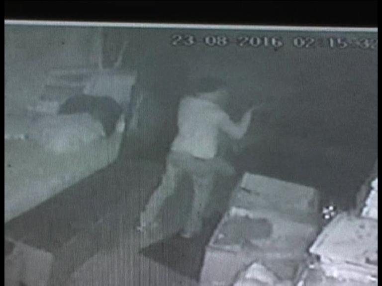 सीसीटीवी में कैद हुई चोरी की वारदात