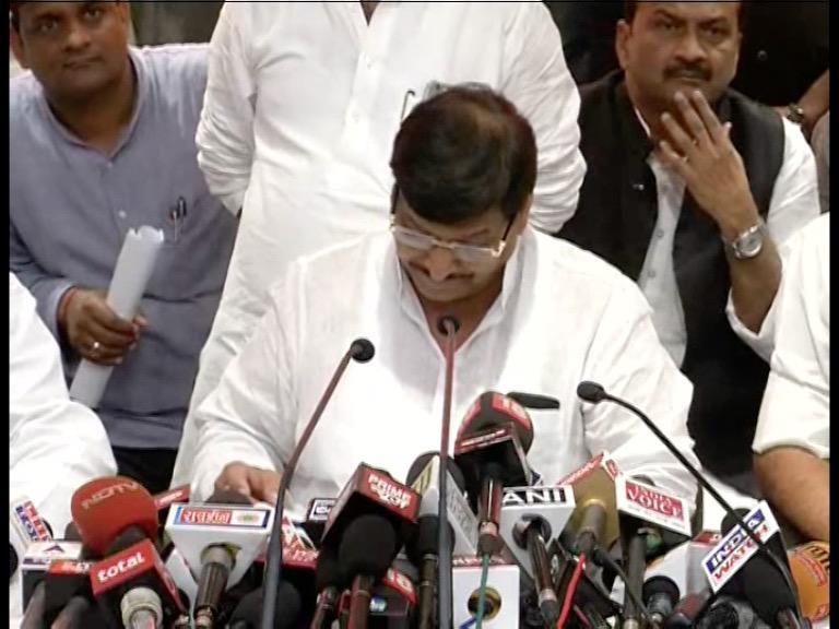Image of BJP से मिलकर पार्टी के खिलाफ साजिश कर रहे हैं रामगोपाल: शिवपाल