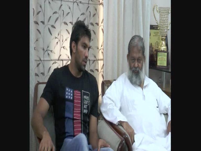 Image of अनिल विज से मुलाकात के बाद गदगद बॉक्सर मनोज