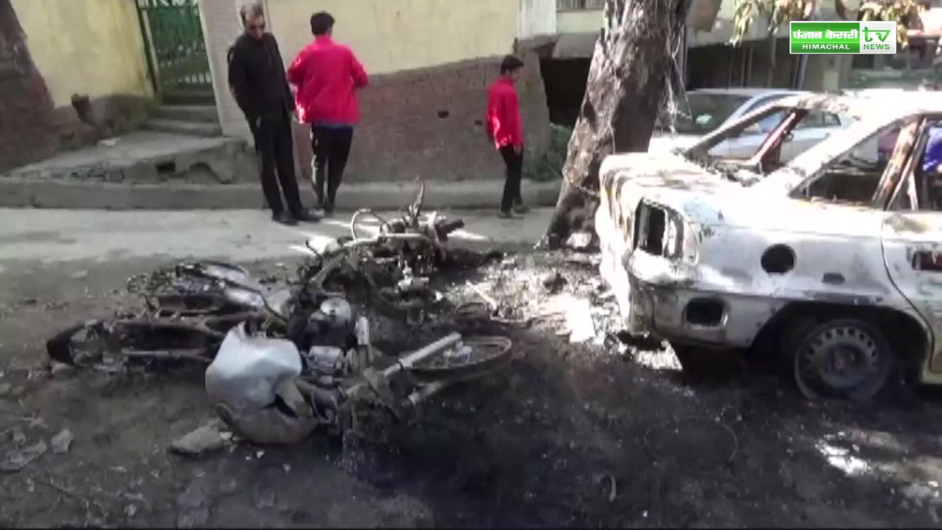 Image of कूड़े में लगाई आग और जल गई 5 गाड़ियां